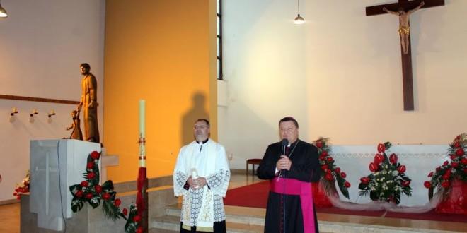 Biskup Vjekoslav Huzjak