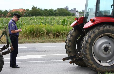 traktor, policija
