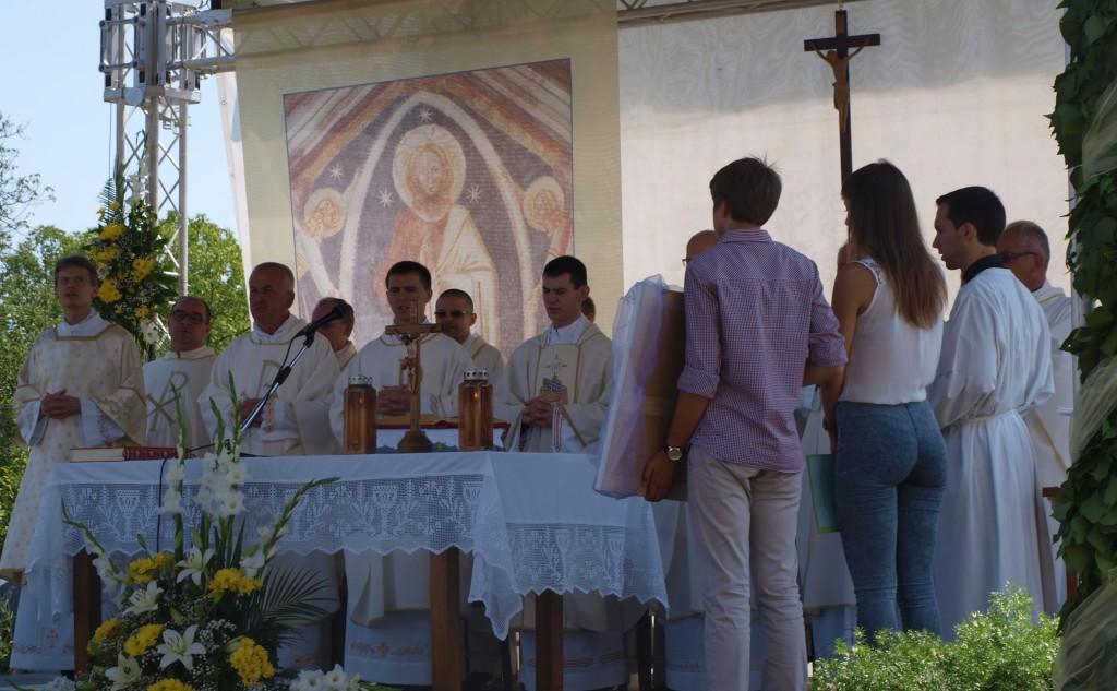 Veliki Grđevac: Mlada misa velečasnog Dejana Tota – foto