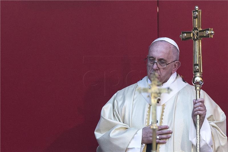 Papa se cijepio protiv covida-19