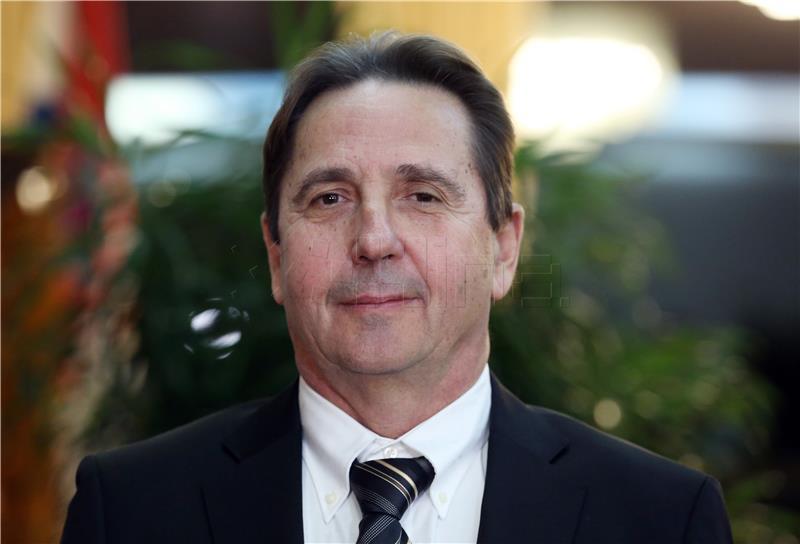 Etičko povjerenstvo osudilo Nezavisnu listu Stipe Petrine zbog paljenja obilježja HDZ-a