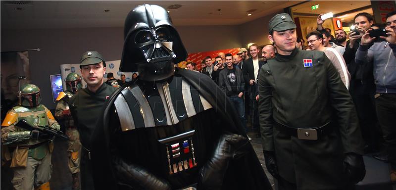 """Star Wars party i ponoćna projekcija filma """"Ratovi zvijezda: Sila se budi"""" – foto"""