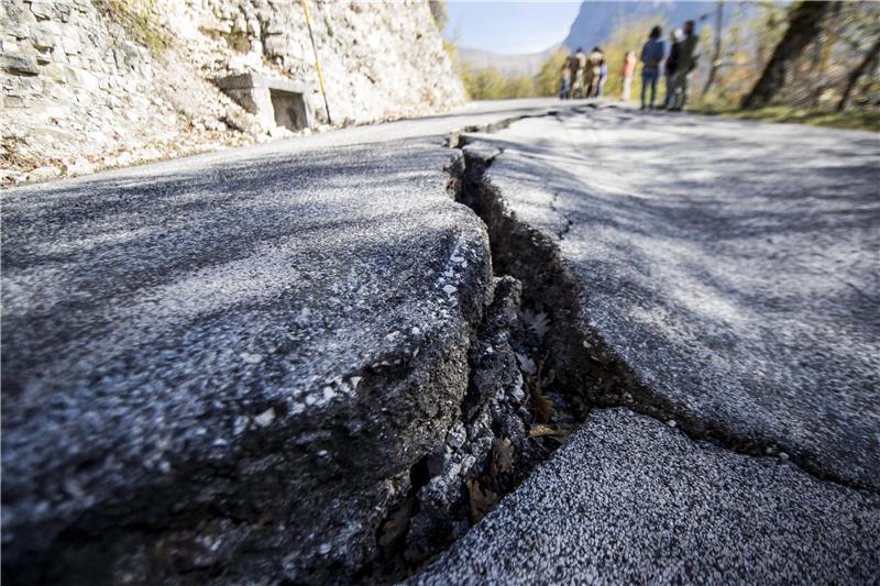 Najmanje 14 mrtvih u potresu koji je pogodio Tursku i Grčku