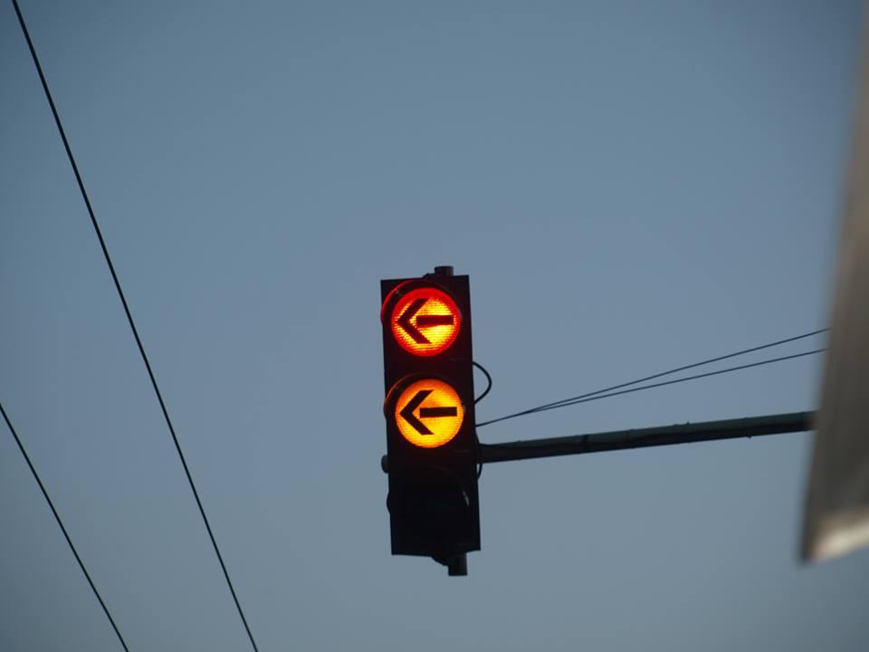 Mlada vozačica skrivila prometnu nesreću; prošla na treptajuće žuto svjetlo