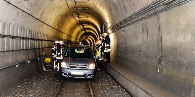 auto u tunelu