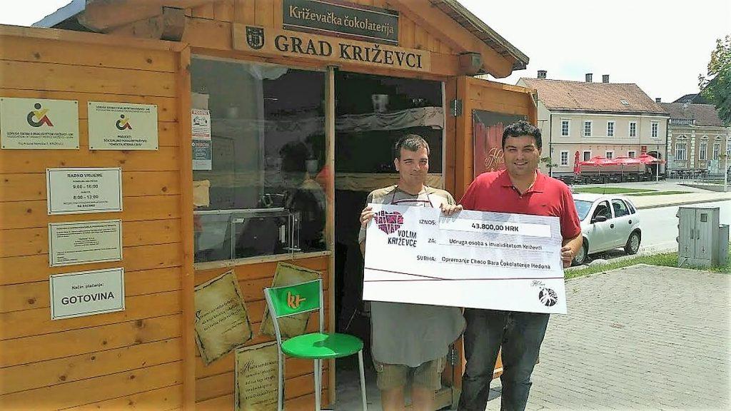 Građanska inicijativa 'Volim Križevce' uručila ček za opremanje Choco Bara u Križevcima