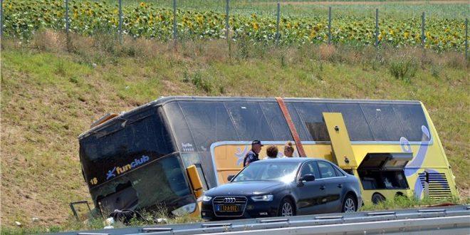 prevrnuo se bus