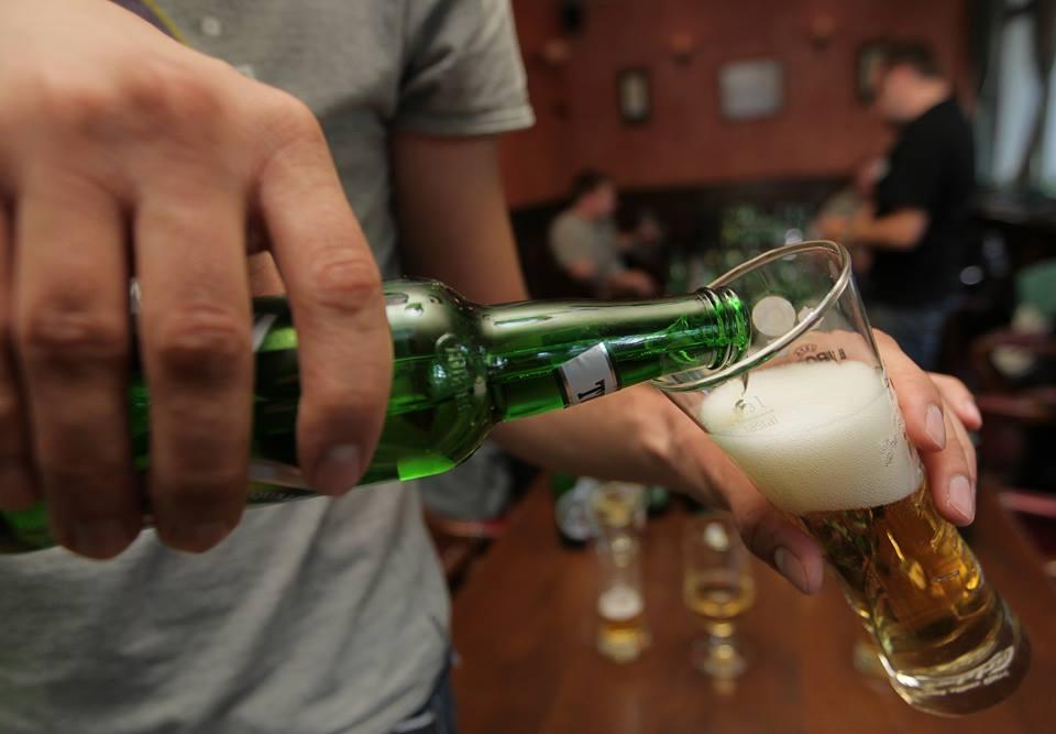 Unatoč zabrani, češki barovi otvoreni u znak prosvjeda protiv restrikcija