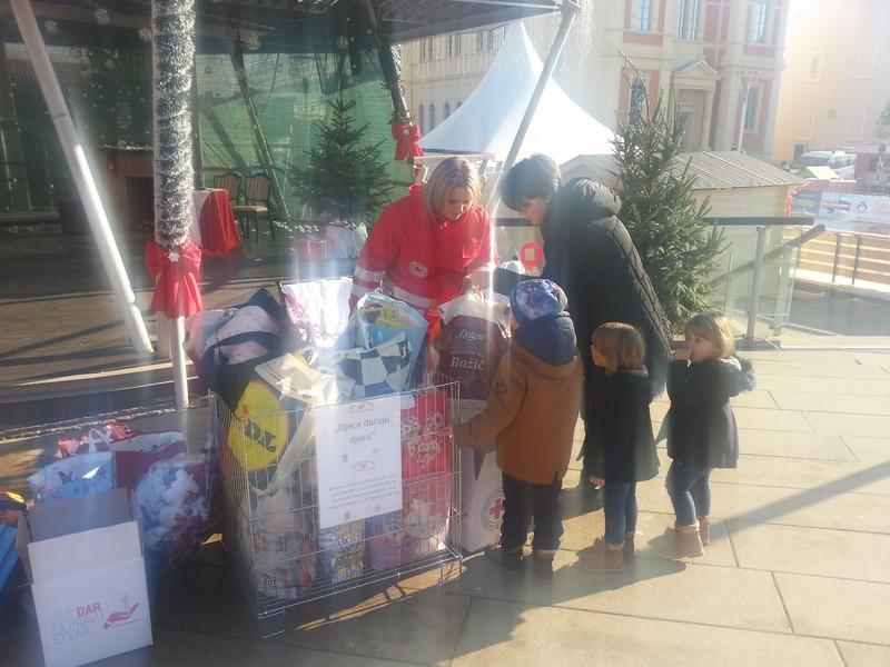 djeca daruju djecu11