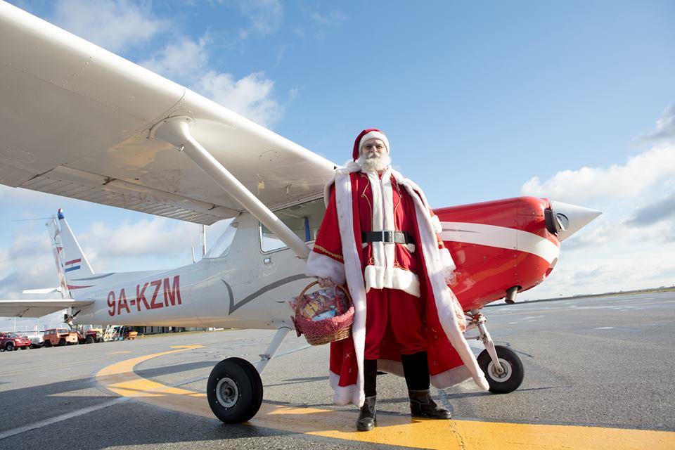 Djed Božićnjak u Osijek stigao zrakoplovom