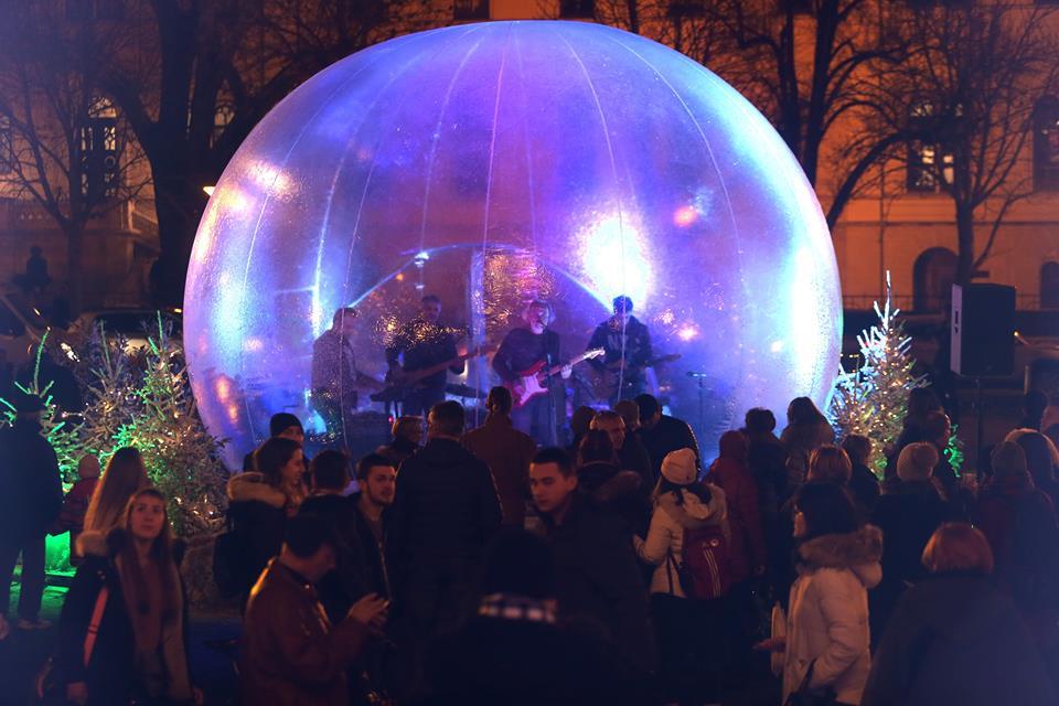 Otvoren Advent ispred Hrvatskog narodnog kazališta