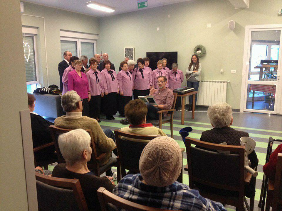 Predbožićno druženje u križevačkom Domu Senior Care – sv. Marko Križevčanin
