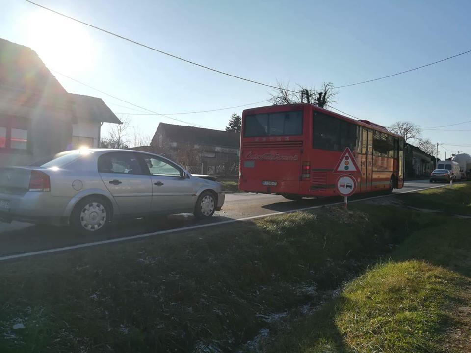 Sveti Ivan Žabno: Pijani 48-godišnjak bez položenog vozačkog ispita automobilom udario u autobus