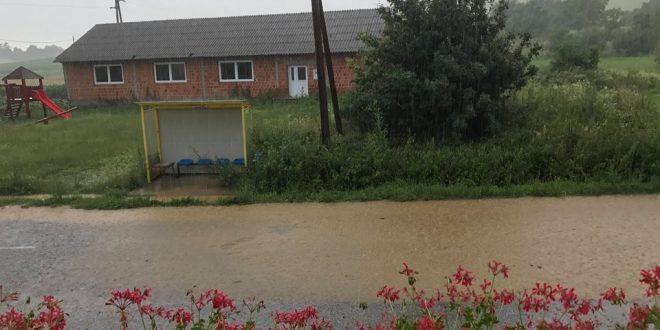 poplavljena cesta