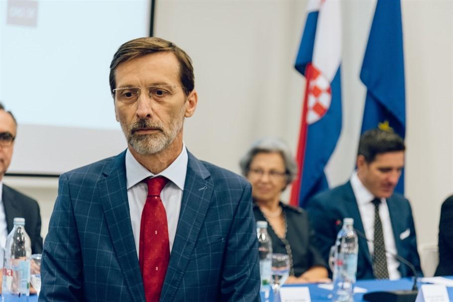 Miro Gavran prvi hrvatski Veleposlanik kravate!