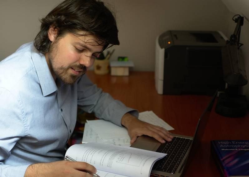 MLADI KRIŽEVAČKI FIZIČAR Andrej Dundović: Želja mi je, s motiviranim kolegama koji dijele sličnu sudbinu, osnovati Kozmološki centar u našem kraju