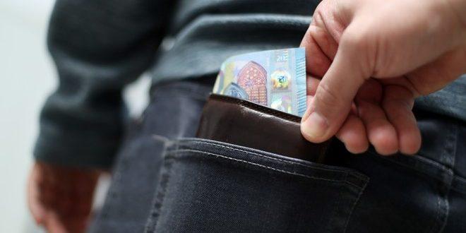 DRSKI LOPOVI Jedan joj odvraćao pažnju razgovorom o cijenama, drugi joj ukrao novčanik