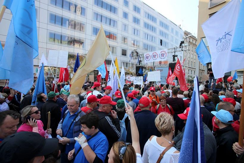 Zagreb: Na Europskom trgu održan prosvjed protiv mirovinske reforme