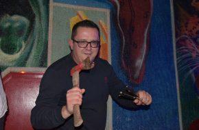 Davor Sokač – Soro, jedini bubnjar u Hrvatskoj koji svira noževima i sjekirom