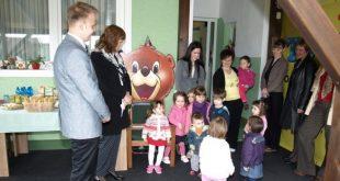 U travnju 2014. predstavljen je prvi obrt za čuvanje djece u Kc-kž županiji, Točkica u Starigradu