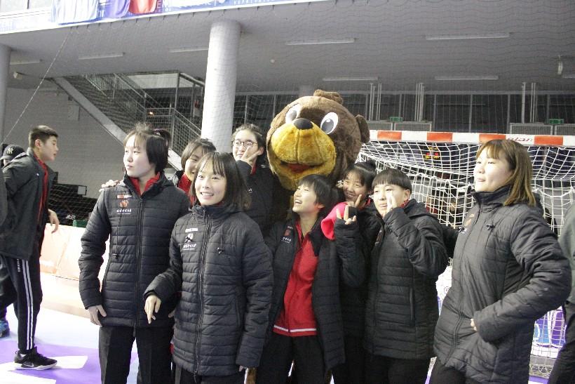 Kineski rukometaši i rukometašice na utakmici Podravka Vegete (2)