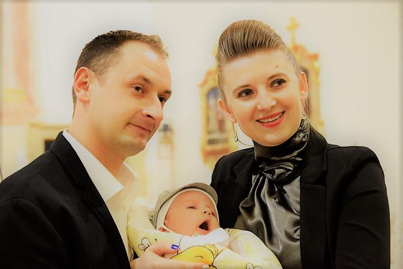[FOTO/VIDEO] SAKRAMENT KRŠTENJA Kršten je Tin