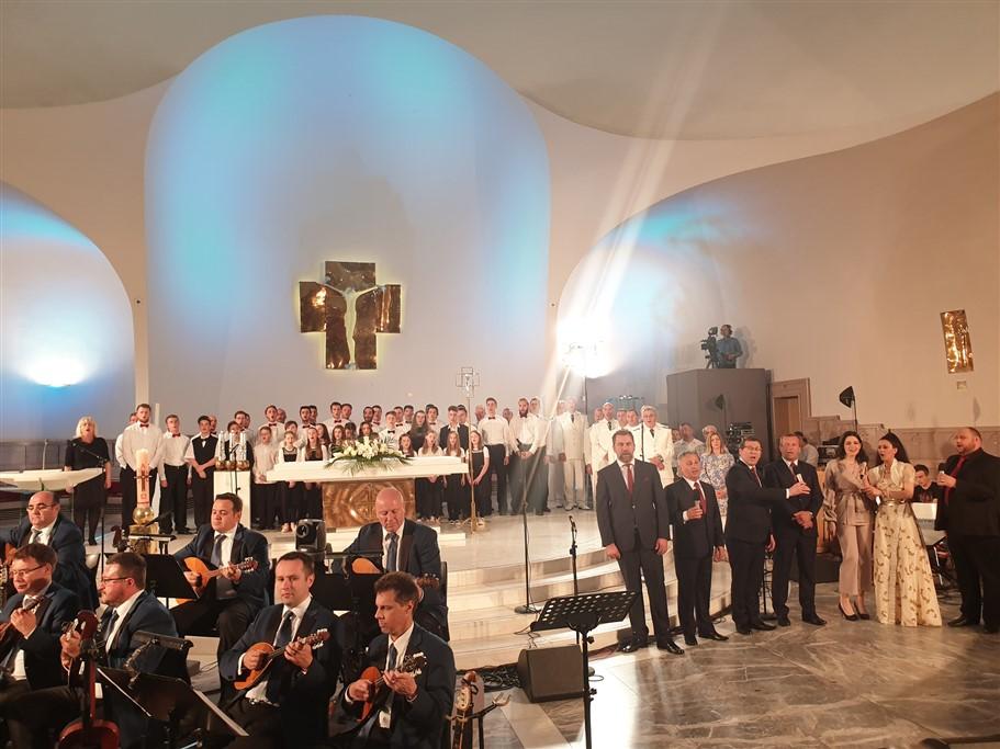 [FOTO] Održan treći HRT-ov koncert Uskrs u ozračju tambure