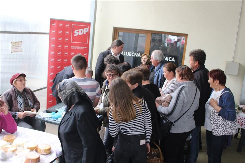 [FOTO/VIDEO] Podravsko-prigorski SDP otkupljivao grah na križevačkoj tržnici