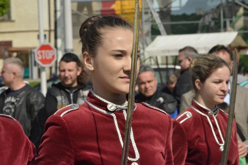 [VIDEO] Križevačka djevojačka straža – ples sa sabljama