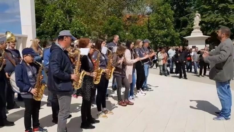 [VIDEO] Počeo Bjelovarski cvjetni sajam i Bjelovarski odjeci kazališta!