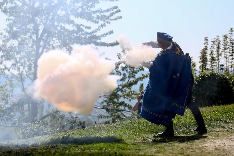 [VIDEO] Održno tradicionalno pucanje iz kubure ispred Velikog Tabora na Uskrsni ponedjeljak