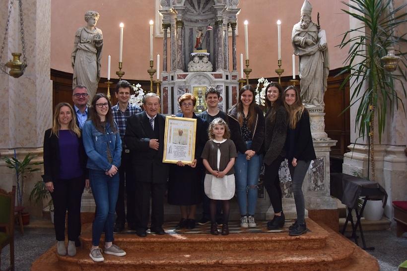 Mirko Otočan od pape dobio zahvalu za 70 godina sviranja orgulja