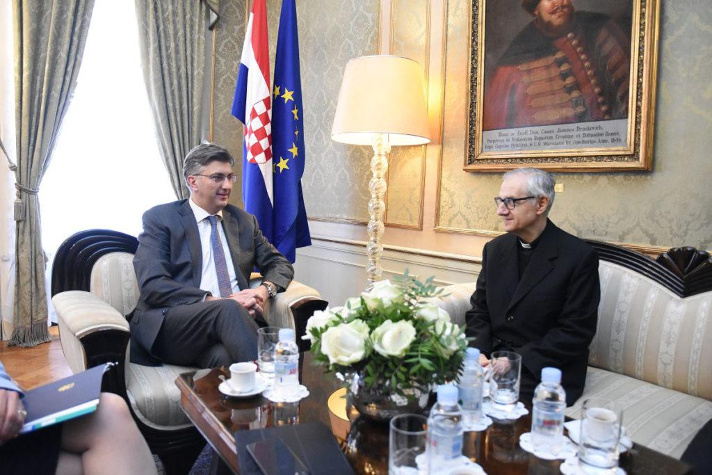 Plenković primio u oproštajni posjet apostolskog nuncija Giuseppea Pinta