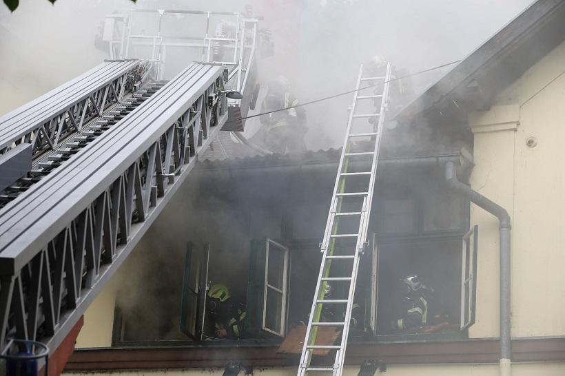 Požar na zagrebačkoj Trešnjevci, gori poznata pivnica