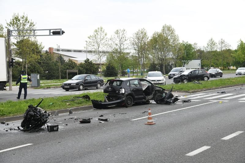 U sudaru tri automobila na Slavonskoj aveniji u Zagrebu ozlijeđena jedna osoba