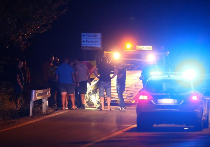 TEŠKA PROMETNA NESREĆA Poginuo bračni par, motociklom udarili u srnu pa u auto
