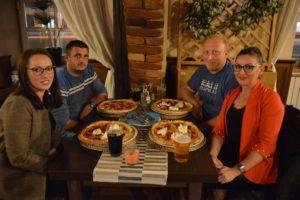 Društvo iz Svetog Ivana Zeline na večeri u križevačkom restoranu Tomislav