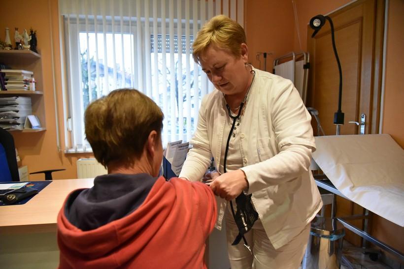 Liječnik koji se druži s pacijentima