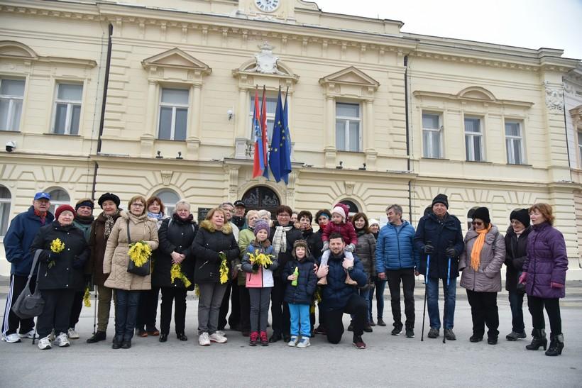 [FOTO] Hodanjem do zdravlja u Koprivnici: 'Nije bitno kamo idemo i koliko hodamo, nego da se svi skupa malo podružimo'