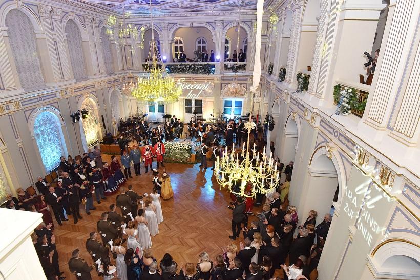 [FOTO] Održan svečani bal Varaždinske županije, sudjelovala i Križevačka djevojačka straža
