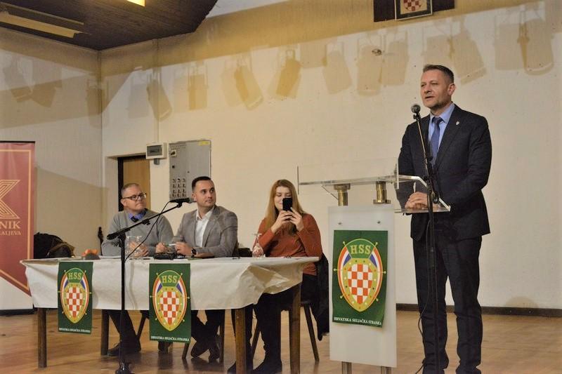 Krešo Beljak poručio iz Kalnika: Ključno je partnerstvo HSS-a i SDP-a na državnoj razini da HDZ napokon izgubi izbore i zato me napadaju; pri kraju su sporazumi sa SDP-om, imat ćemo 15 mjesta na listama