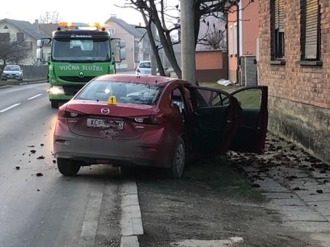 Vozačica izletjela s ceste i udarila u betonski stup