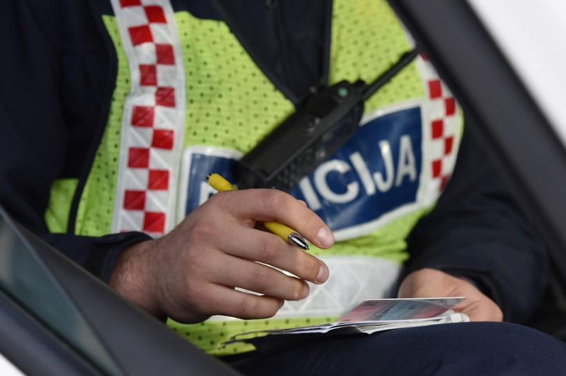 Mladić vozio prije položenog 'vozačkog' i s tuđim 'tablicama' na automobilu
