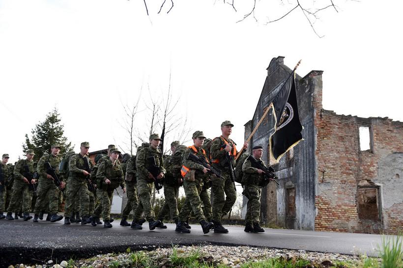 [FOTO] 45 novih 'Tigrova' obilježilo završetak obuke hodnjom od 47 kilometara