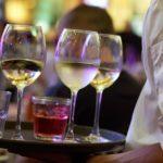 Konobar maloljetnicima davao alkohol, pa skupa s vlasnikom zaradio prijavu