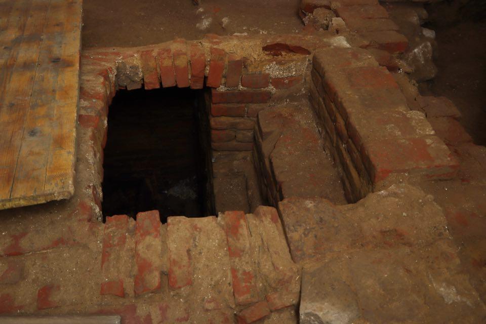 Križevačka arheologinja otkrila s kime je povezana kripta otkrivena u svetištu crkve u Miholcu