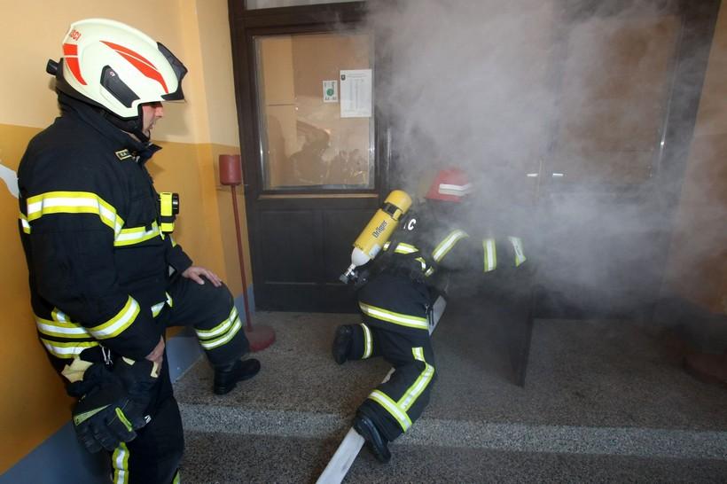 """[FOTO] Održano usavršavanje vatrogasaca za specijalnost """"Aparati za zaštitu dišnih organa"""""""