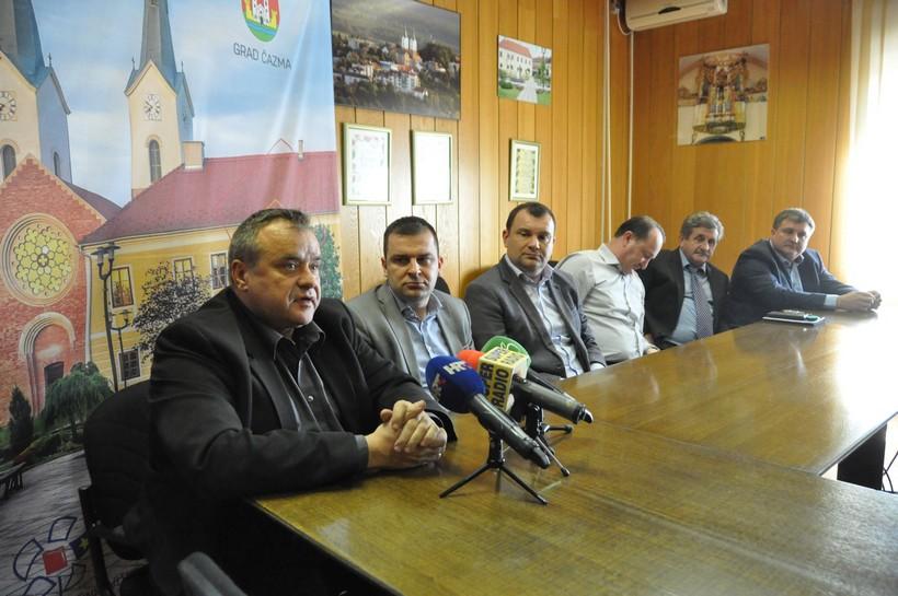 Bjelovarsko-bilogorski gradonačelnici u Čazmi razgovarali o iskustvima s koronavirusom i osudili županovu zabranu snimanja Županijske sjednice