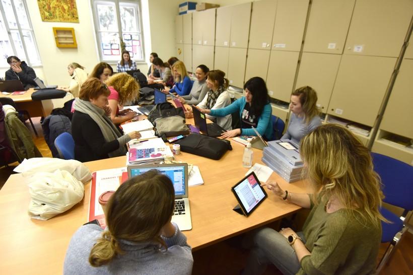 Nastavnici se pripremaju za nastavu na daljinu