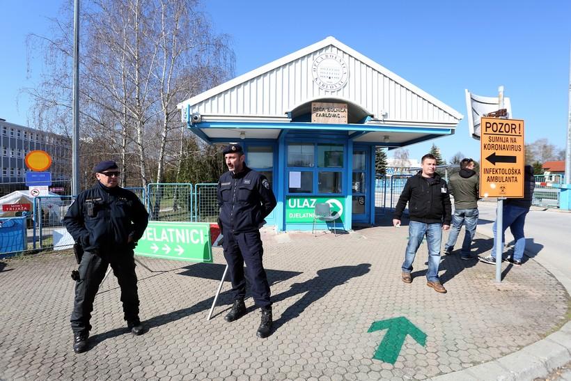 [VIDEO] Ulaz u Opću bolnicu Karlovac čuvaju policijske snage